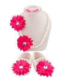 Daizy Set Of Contrast Flower Applique Booties With Necklace & Bracelet - White