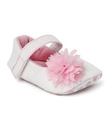 Ivee Cute Flower Applique Anti Skid Booties - Pink