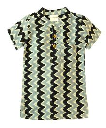 Snowflakes Half Sleeves Short Kurta Zig Zag Print - Green & Black