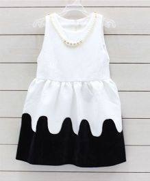 Flaunt Chic Dress With Detachable Necklace - Black & White