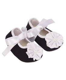 Daizy Contrast Flower Ribbon Tie Booties - Black & White