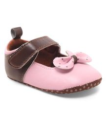 Cute Walk by Babyhug Booties Velcro Closure Bow Applique - Brown & Pink