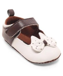 Cute Walk by Babyhug Booties Velcro Closure Bow Applique - Brown & White