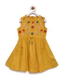 Bella Moda Embroidered Sleeveless Dress With Pockets - Yellow