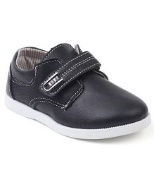 Cute Walk by Babyhug Casual Shoes With Velcro Closure - Black