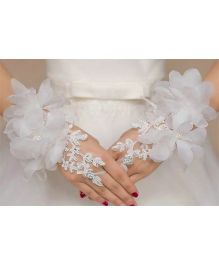 Tipy Tipy Tap Flower Lace Gloves - White