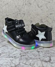 Kidlingss Casual Shoes With LED Lights - Black