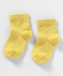 Cute Walk by Babyhug Anti Bacterial Ankle Length Solid Socks - Yellow