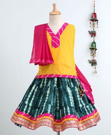 Bownbee Sleeveless Top & Jaipuri Printed Skirt With Dupatta Set - Yellow & Blue