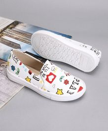 Cute Walk by Babyhug Casual Shoes - White