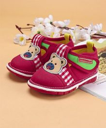 Cute Walk by Babyhug Casual Shoes Bear Patch - Red