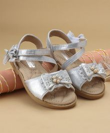 Cute walk by Babyhug Party Wear Sandal Bow Applique - Silver