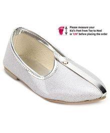Ethniks Neu Ron Traditional Mojari Shoes - Silver