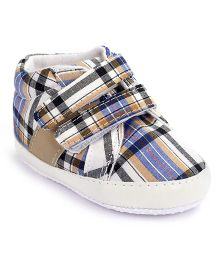 Cute Walk Shoes Style Booties Checks Print - Blue And White