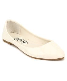 Doink Belly Shoes Square Design - White