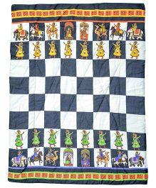 Tura turi Shatranj Ke Khiladi Print Quilt - Multicolour