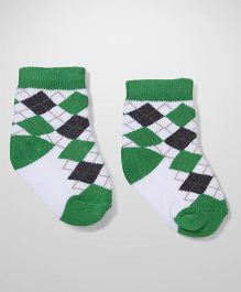 Cute Walk by Babyhug Ankle Length Socks - White Green