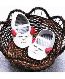 D'chica Shoes Cute Kitty Print Shoes - White