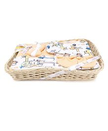 Mee Mee Clothing Gift Set In A Basket Animal Embroidery & Print - Pack Of 8