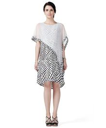 House of Napius Radiation Safe Comfortable Sleeveless Maternity Dress Geometric Print - White