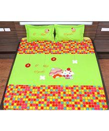 Bananaah I love Cupcakes Appliqued Double Bedsheet - Neon Green & Multicolour
