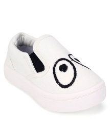 Cute Walk by Babyhug Casual Shoes Eye Embroidery - White