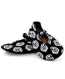 Skips Printed Slip On Mary Jane Jootie Booties - Black and White