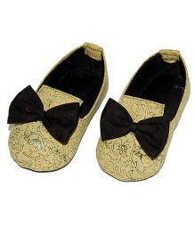 SnugOns Stylish Baby Shoes With Bow - Golden