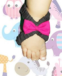 SnugOns Open Slip Ons With Bow - Black & Pink