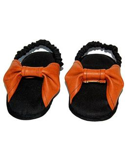 SnugOns Baby Booties With A Bow Applique - Black