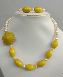 Tiny Closet Pearl Necklace & Bracelet Set - Mustard Yellow