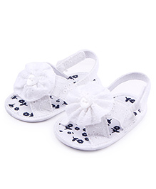 Alle Alle Sandals Style Booties Flower Applique - White