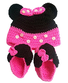 Knits & Knots Cartoon Cap & Booties - Pink & Black