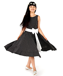 Silverthread Lovely Polka Dot Dress With A Bow - Black & White