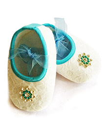 Akinos Kids Booties With Floral Applique - White