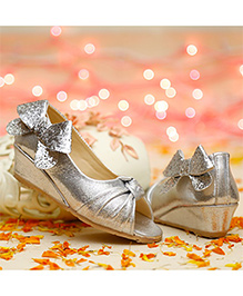 D'chica Bow Applique Wedges - Silver