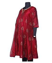 Kriti Ethnic Maternity Three Fourth Sleeves Front Open Kurta - Red