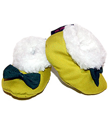 Snugons Cotton Booties With A Bottle Bow Applique - Green