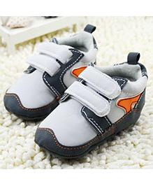 Wow Kiddos Stylish Soft Sole Crib Shoes - White
