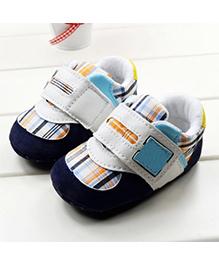 Wow Kiddos Plaid Anti Slip Crib Shoes - Grey