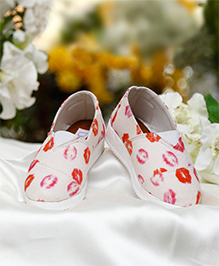 D'chica Funky Kiss Print Closed Toe Slip On Shoes - White & Red