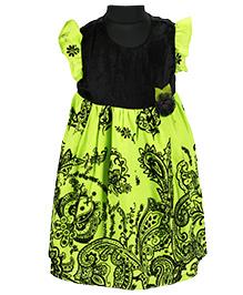 Pixi Beautiful Fit & Flared Dress - Black & Green