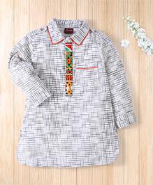 Twisha Pattern Neck Pathani Kurta - White & Black