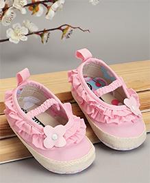 Cute Walk by Babyhug Booties Ruffle Pattern - Pink