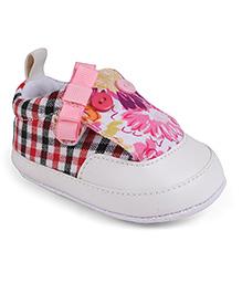 Cute Walk by Babyhug Booties Checks & Floral Pattern - Pink