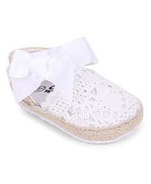 Cute Walk by Babyhug Booties Bow Applique - White