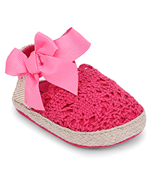 Cute Walk by Babyhug Booties Bow Applique - Pink