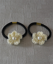 Daffodils Set Of 2 Crochet Rubberbands With Pearl - Off White