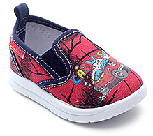 Kittens Canvas Slip-On Shoes - Car Wash Print
