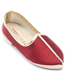 Cute Walk Plain Traditional Mojari Shoes - Maroon